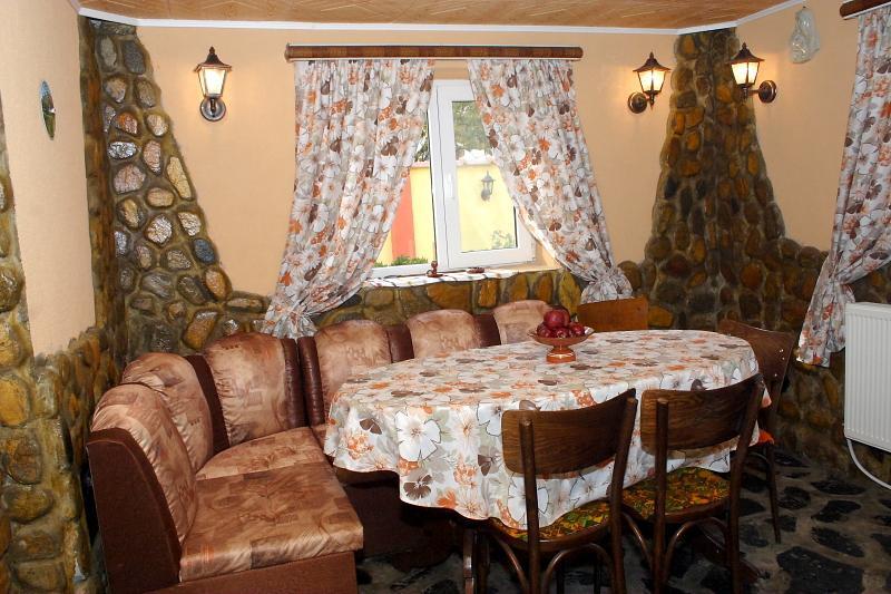 Вила Мариана, Къща за гости в гр.Батак